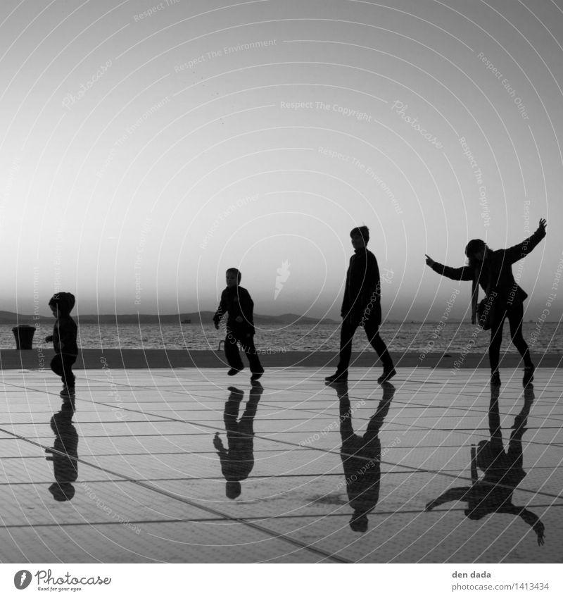 Olsenbande Mensch Kind Jugendliche Meer Junger Mann 18-30 Jahre Erwachsene lustig lachen Kunst Stimmung Zusammensein Kindheit Fröhlichkeit ästhetisch