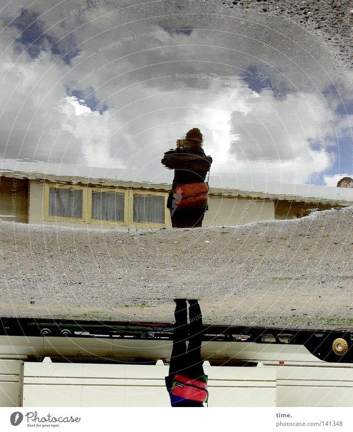 HH08.2 - Die Weite so nah Himmel Wolken Wetter Wohnwagen Pfütze Fotograf Fotografieren Farbfoto Gedeckte Farben Außenaufnahme Tag Schatten