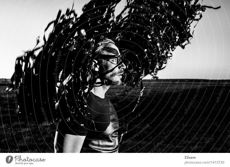 Metamorphose Natur Jugendliche Junger Mann Landschaft dunkel Erwachsene Umwelt Wiese Stil Lifestyle Mode maskulin elegant Technik & Technologie Zukunft Brille