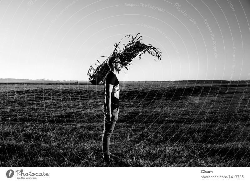 Metamorphose elegant Stil Junger Mann Jugendliche 30-45 Jahre Erwachsene Umwelt Natur Landschaft Herbst Wiese Mode T-Shirt Leder träumen dunkel gruselig bizarr