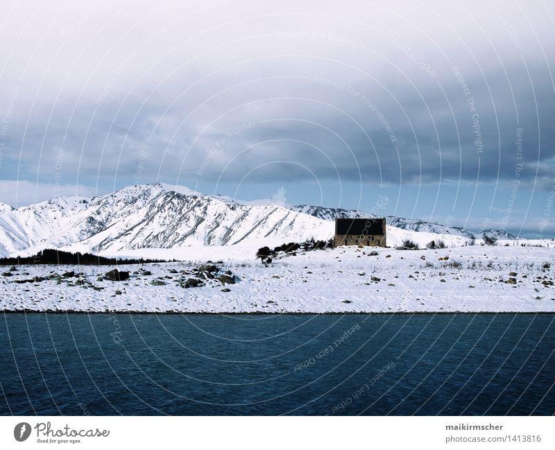 Alte Kirche im Schnee ruhig Winter Winterurlaub Berge u. Gebirge wandern Landschaft Alpen Seeufer Menschenleer historisch kalt schön blau weiß Neuseeland