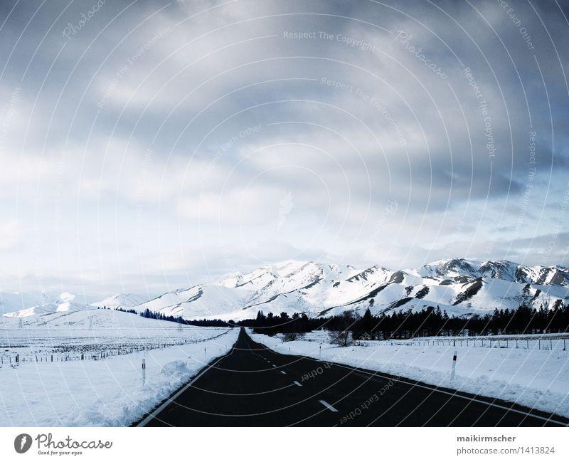 Straße zu den Alpen Natur Ferien & Urlaub & Reisen Pflanze blau weiß Erholung Landschaft Winter kalt Berge u. Gebirge Umwelt Wege & Pfade Schnee Freiheit hell