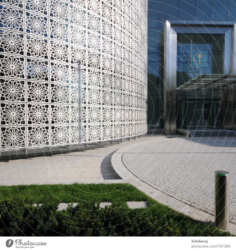 round about berlin Haus kalt Fenster Wand Berlin Architektur Gras Stil Wege & Pfade Mauer Stein Gebäude Kunst Arbeit & Erwerbstätigkeit Tür