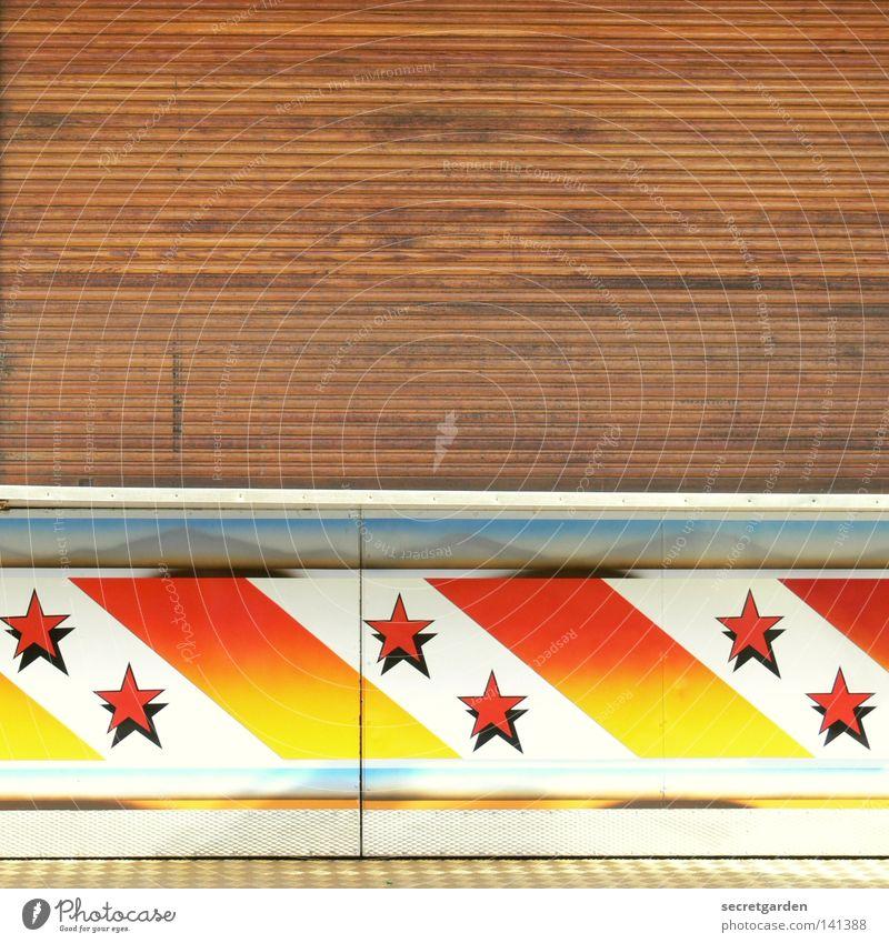[HH08.2] tote hose mit sternchen Buden u. Stände Jahrmarkt Feste & Feiern faulenzen geschlossen Stern (Symbol) Muster laden Holzbrett Rollladen dienen verkaufen
