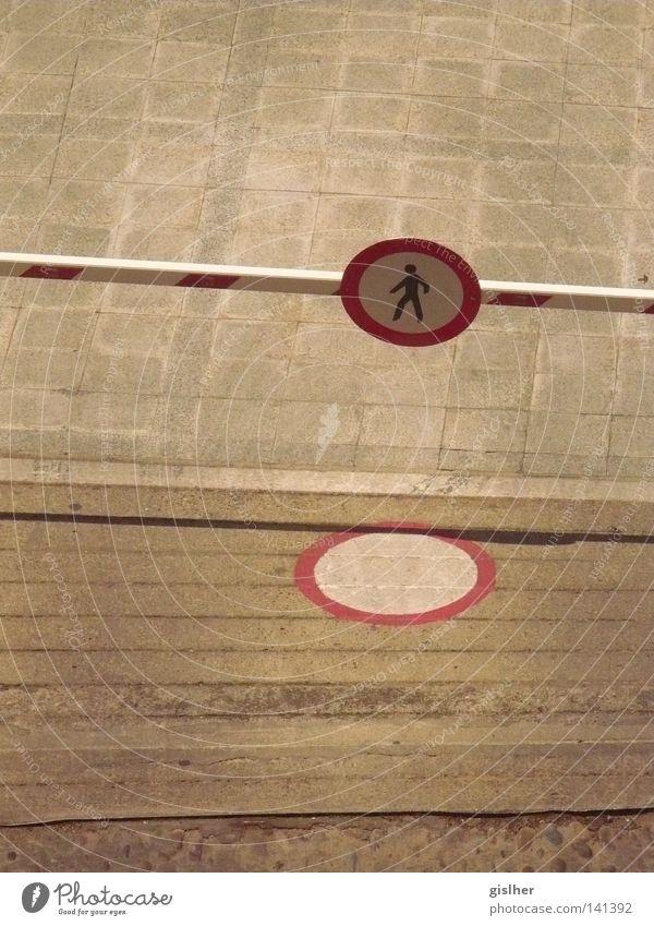 durchgang verboten Schilder & Markierungen Verkehr Boden Zeichen Verbote Fußgänger Einfahrt Schranke