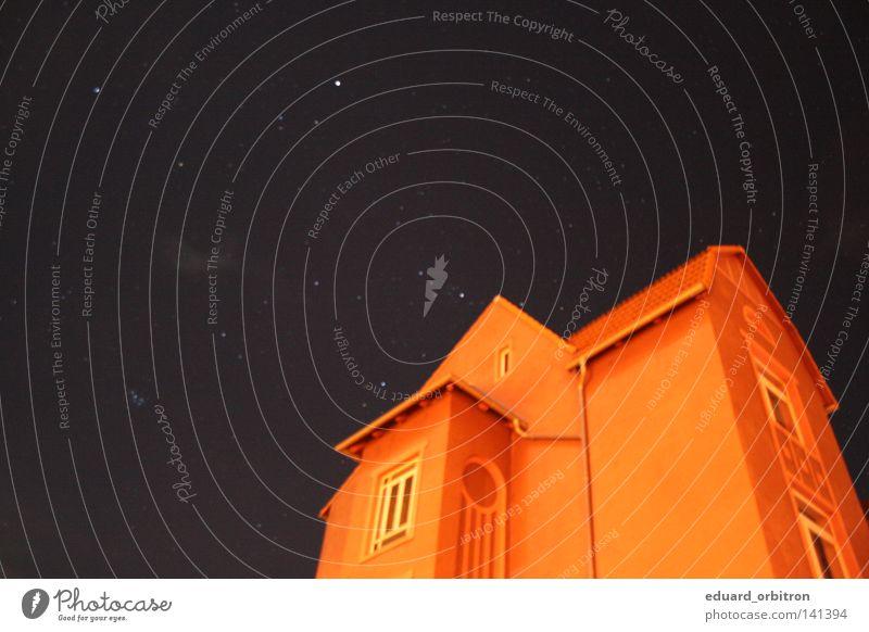 Orient orange Haus Wohngebiet Nacht Fenster Dach Dachrinne Fensterbrett Stern Unschärfe unklar blau Wohnung Einsamkeit Himmel Sternenhimmel