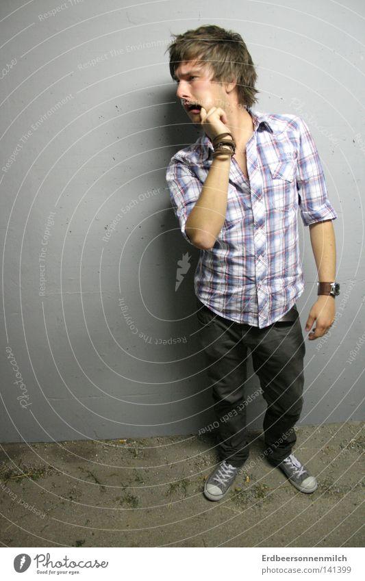 Der Plopp- Effekt Tunnel Mann dunkel plopp Finger Mund kariert Chucks Coolness Hass Freude Uhr Hose Jeanshose Wand grau Hemd Breakdancer Bart Haare & Frisuren
