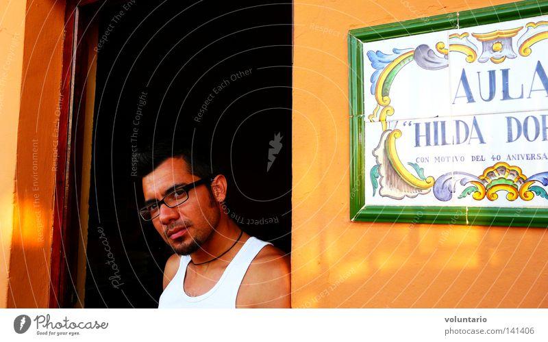 Latino Mann schön braun Hemd Sonnenbad Südamerikaner Lateinamerikaner