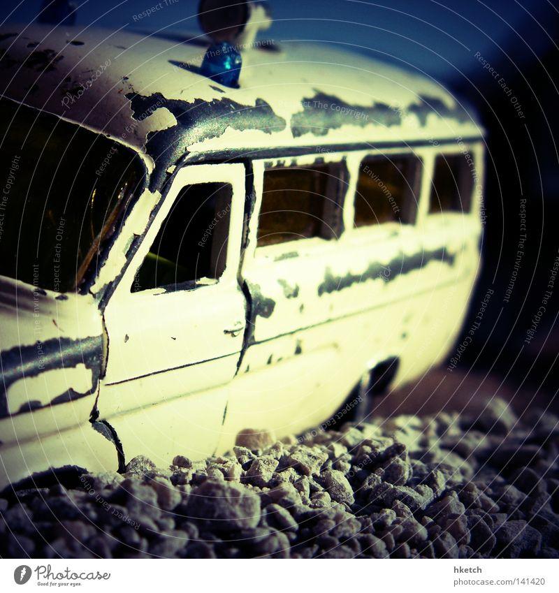 Baby you can Drive my Car KFZ PKW Kies Himmel Krankenwagen Unfall Spielzeug Modellauto Sozialer Dienst Verkehr gefährlich crash