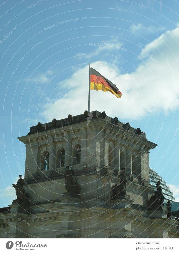 tower_of_political_power Berlin Architektur Fahne Turm Hauptstadt Deutscher Bundestag Regierung