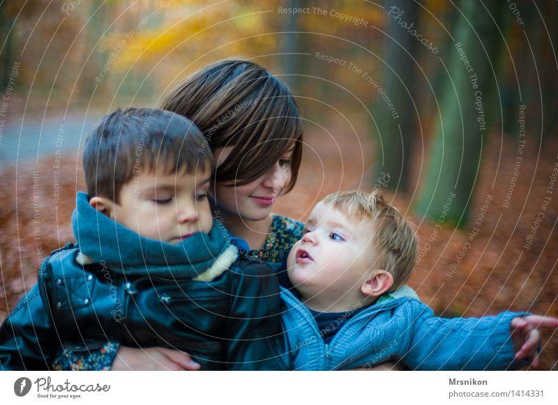 Trio Mensch Kind Jugendliche Mädchen Liebe Herbst sprechen Junge Familie & Verwandtschaft Menschengruppe Zusammensein Kindheit Kommunizieren Baby Kindergruppe 8-13 Jahre