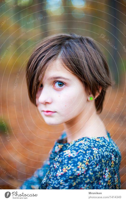in the wood feminin Mädchen Kindheit Jugendliche Leben 1 Mensch 8-13 Jahre schön natürlich Neugier rebellisch Vertrauen Sicherheit Schutz mädchenhaft