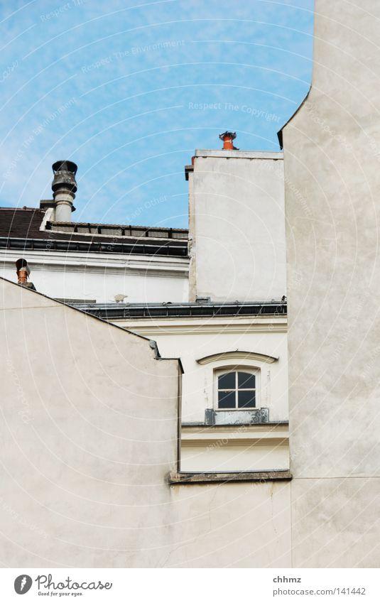 Rahmen Fenster Dachfenster Durchblick Leitersprosse Durchbruch Fassade Dachgiebel Schornstein Paris Blick Himmel Wolken Fensterbogen Bogen Dachrinne historisch