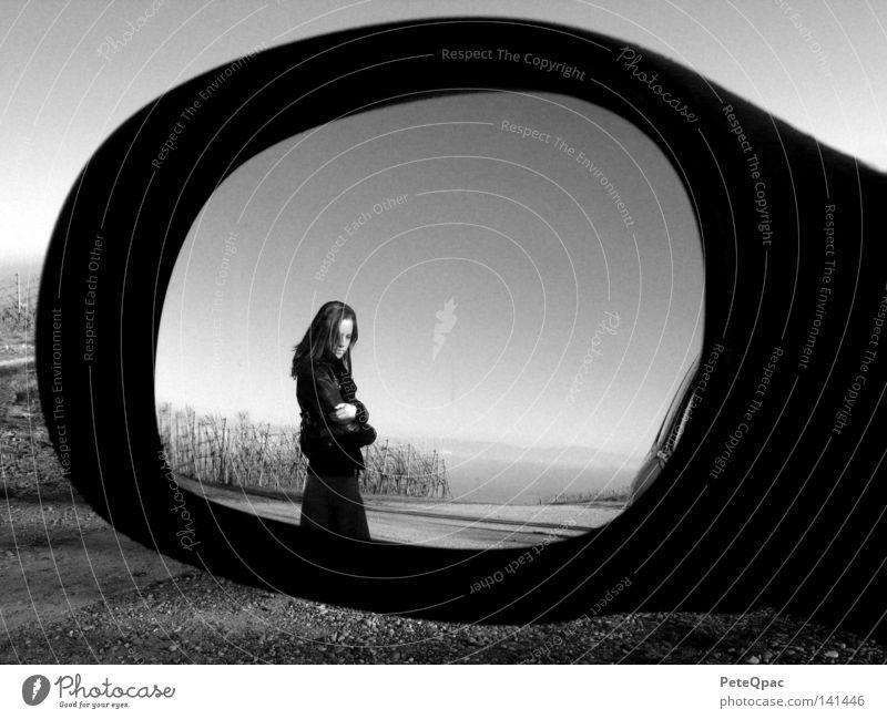 nicht zurückblicken Schwarzweißfoto Rückspiegel dramatisch Porträt Ekel Ende Liebeskummer Abbschluss Zurückblicken