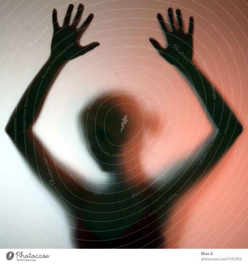 Phantom Frau Hand rot schwarz Erwachsene feminin Wand Kopf Körper blond Glas geheimnisvoll verstecken durchsichtig Verzweiflung gefangen