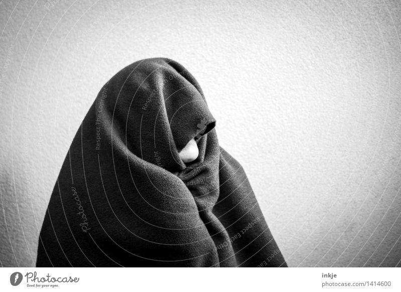 Streng geheim | undercover Lifestyle Mensch Frau Erwachsene Mann Jugendliche Senior Leben Kinn Oberkörper 1 Bekleidung Schutzbekleidung Fleece Kopftuch Decke