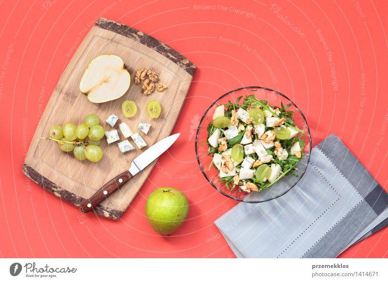 Salat mit frischem Obst und Gemüse grün Lebensmittel hell Frucht Aussicht Tisch einfach Sauberkeit lecker Schalen & Schüsseln Top Mahlzeit