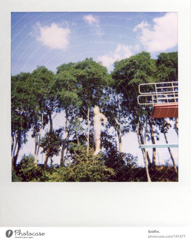 Sprung ins Ungewisse Freibad Sprungbrett 3 springen Freizeit & Hobby Sommer Physik Baum Wolken hüpfen Schwimmbad Turmspringen rot Salto tauchen Freude