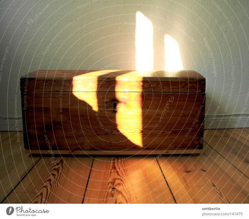 Schatz Sonne Gold Sicherheit Häusliches Leben geheimnisvoll Möbel Kiste Pirat Edelstein Truhe Schatztruhe Holzkiste Schmuggler