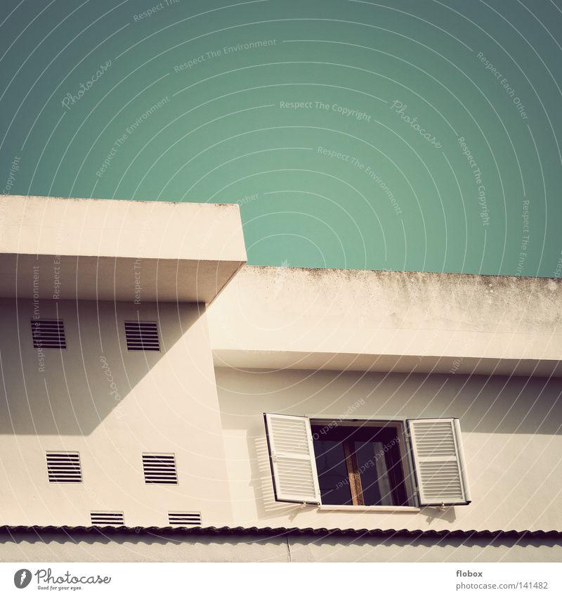 Haus schön Himmel Sommer Ferien & Urlaub & Reisen Farbe Wand Fenster grau Gebäude dreckig Wohnung Beton Fassade modern