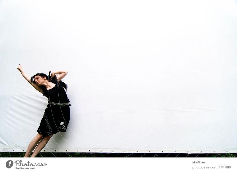 Hansspringindieluft [Weimar 2008] Projektionsleinwand Photo-Shooting Rockabilly Schädel Mode springen hüpfen fliegen Luft Bewegung Dynamik Ausgelassenheit Frau