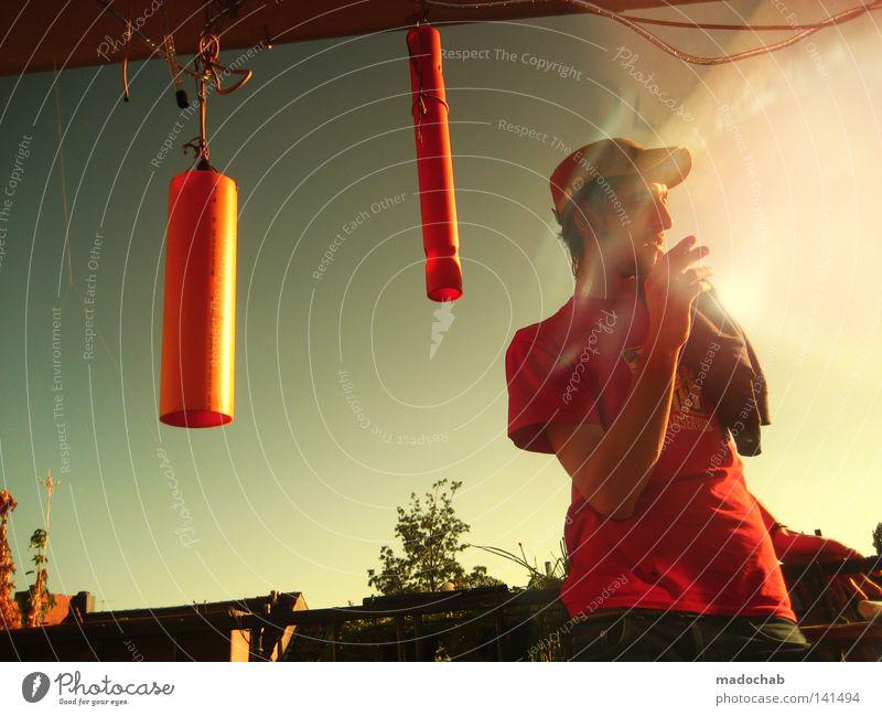 I LOVE MY BALCONY Mensch Himmel Mann Jugendliche Hand Sommer Erholung Wärme Lampe orange Wetter Zufriedenheit Lifestyle Pause Buchstaben T-Shirt