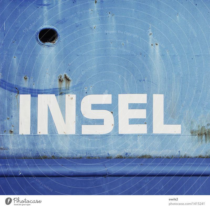 Udo Ferien & Urlaub & Reisen alt blau weiß Metall Schriftzeichen groß Insel Ausflug einfach Information Ostsee Spuren Rost Fleck eckig