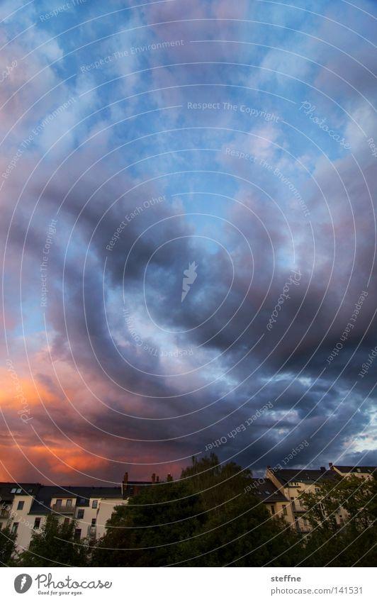 Nachmieter gesucht! VI Himmel Haus Wolken Wohnung Aussicht Häusliches Leben Blitze Balkon Gewitter Terrasse Miete Mieter dramatisch Stadthaus Apokalypse Kapitalwirtschaft