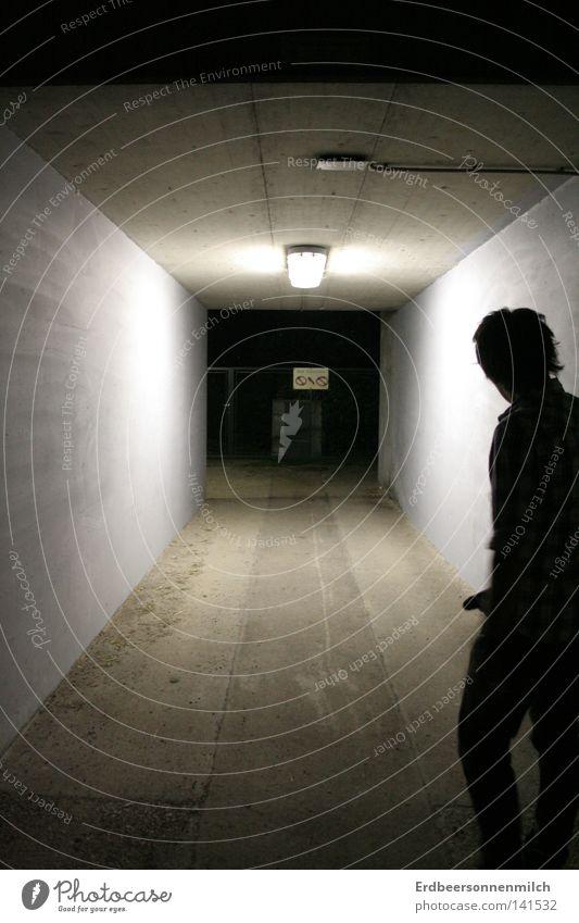 Tunnelblickängste Mensch Mann dunkel Angst Beton Wut Panik Ärger schuldig