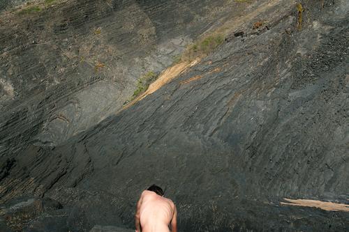 Felsenkörper Körper nackt Strand Sommer Wärme Verbindung Energie Knochen Schaum Sand schwarz Haut Gliedmaßen verborgen Rücken Hals Tier Licht harmonisch