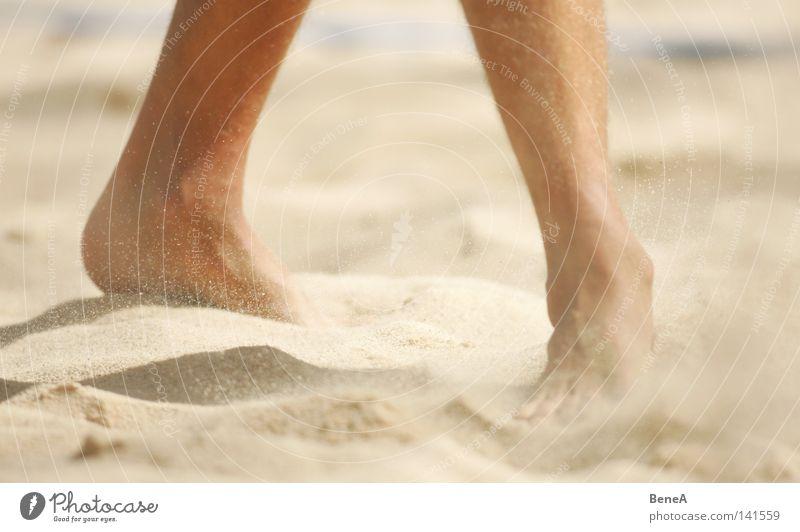 Coconut Beach Ferien & Urlaub & Reisen Mann Sommer Erholung Meer ruhig Freude Strand Beine Haare & Frisuren Fuß gehen hell Sand Zufriedenheit Erde