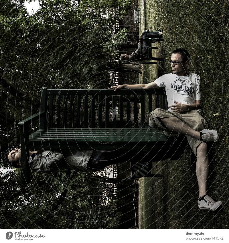 """""""verstecken"""" mal anders Mann grün Baum Sommer Freude Wolken Erholung dunkel Spielen Mauer Park lustig Schuhe Freizeit & Hobby sitzen Suche"""