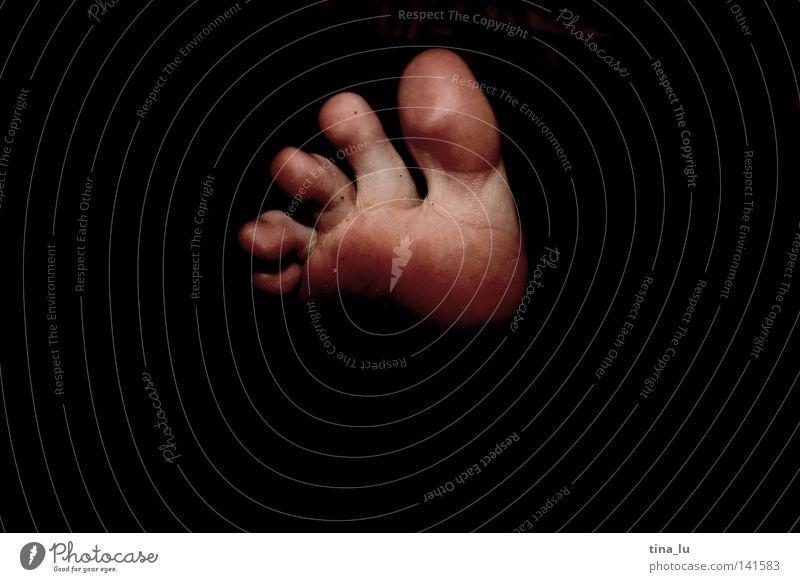 in reih und glied Mensch schwarz dunkel Fuß dreckig Haut Teile u. Stücke 5 Barfuß Zehen Akt Gliedmaßen Körperteile