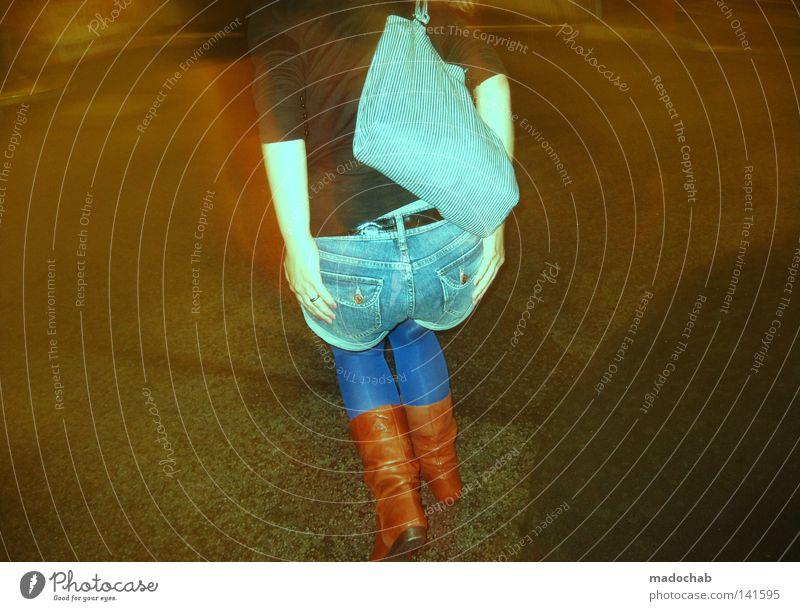 WASTED GERMAN YOUTH Frau Mensch Hand Jugendliche Freude feminin Bewegung lustig Mode Lifestyle Jeanshose Gesäß stoppen festhalten Hinterteil