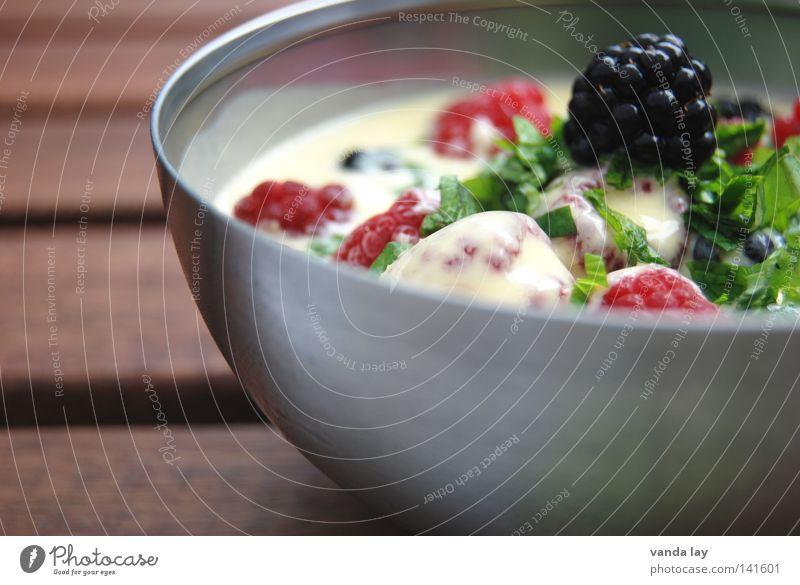 Nachtisch Tisch Himbeeren Brombeeren Minze Kräuter & Gewürze Joghurt Dessert frisch Gesundheit Banane Schalen & Schüsseln Edelstahl Vegetarische Ernährung