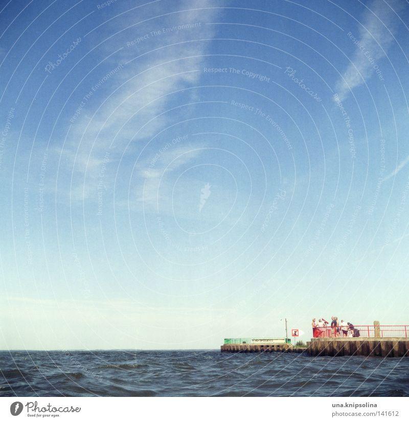 seaside Himmel Wasser blau Sommer Meer Ferien & Urlaub & Reisen Erholung Wellen Tourismus entdecken Aussicht Ostsee Tourist Norden nordisch Mole