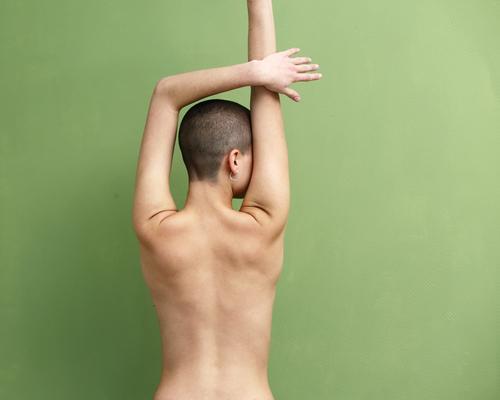 Skulptur Leben harmonisch Meditation Junge Frau Jugendliche Rücken 18-30 Jahre Erwachsene nackt brünett kurzhaarig skulptural Turnen fokussieren Erholung stehen