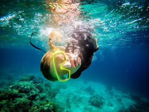 Wie ein Fisch im Wasser Schnorcheln tauchen feminin Junge Frau Jugendliche Erwachsene 1 Mensch 18-30 Jahre Küste Strand Riff Korallenriff Meer Bali