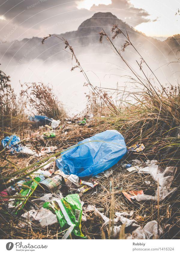 Tolle Aussichten Umwelt Natur Landschaft Wiese Berge u. Gebirge Gipfel Lombok Müll Müllsack dreckig Ekel Stress Erholung Gesellschaft (Soziologie) Idylle Klima