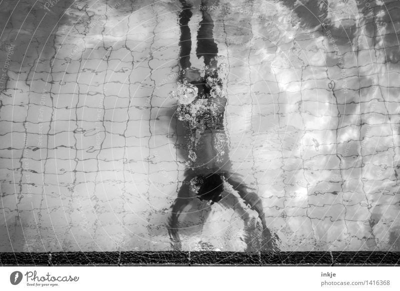 Unterwasserfotografie Mensch Jugendliche Wasser Junger Mann Leben Bewegung Junge Sport Lifestyle außergewöhnlich Schwimmen & Baden Linie Freizeit & Hobby Körper Kindheit Schwimmbad