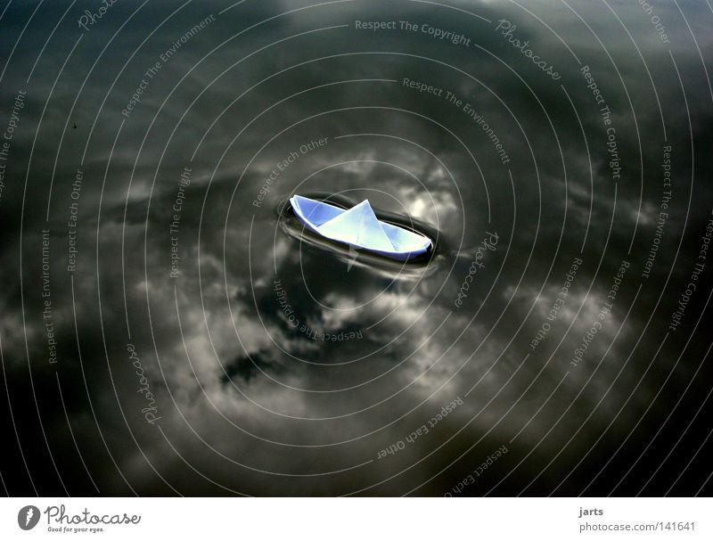 ... Ruhe vor dem Sturm.... Wasserfahrzeug Papierschiff See Ausflug Ferien & Urlaub & Reisen Himmel Wolken ruhig Wetter Regen schlechtes Wetter Angst Panik Kraft