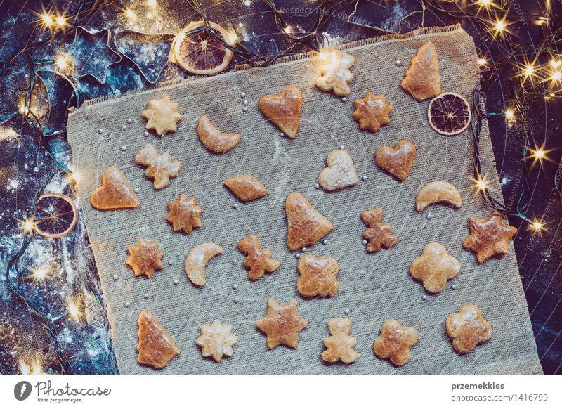 Die Weihnachtsplätzchen machen Weihnachten & Advent Dekoration & Verzierung Tisch Kochen & Garen & Backen Mehl Vorbereitung Lebkuchen gebastelt
