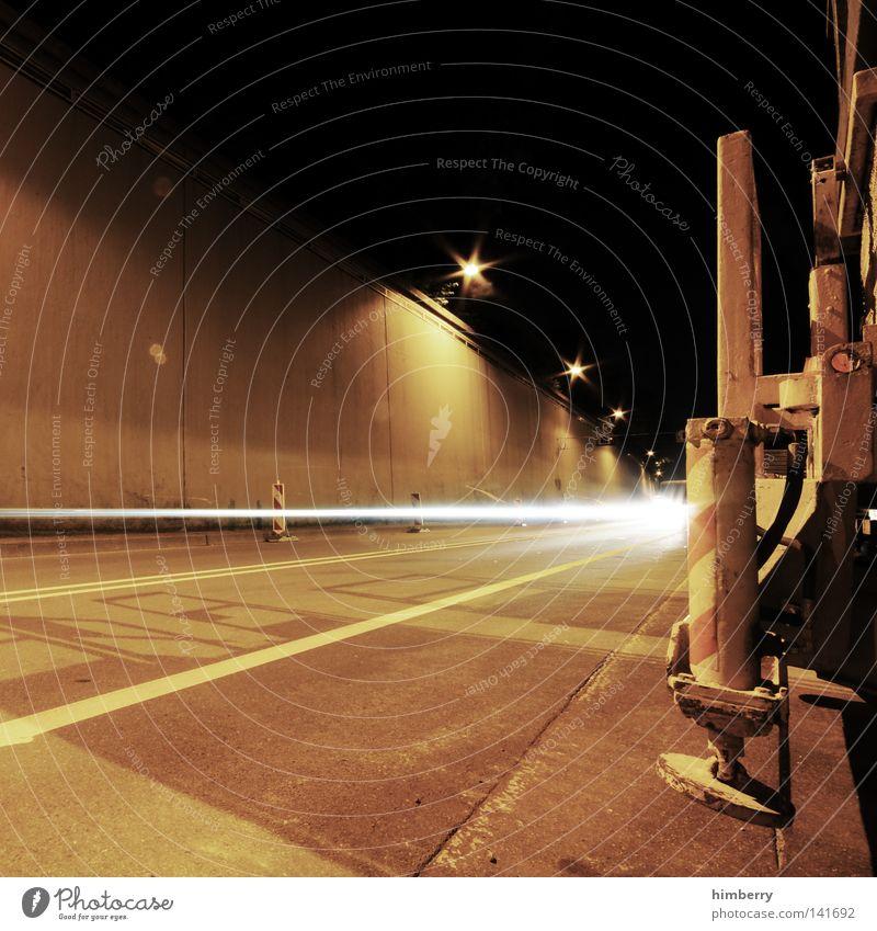 high speed Verkehr Beton Nacht Langzeitbelichtung Geschwindigkeit KFZ PKW Straße Licht hell Leuchtspur Lastwagen Autobahn Flucht Raser Rasen Rennsport fahren