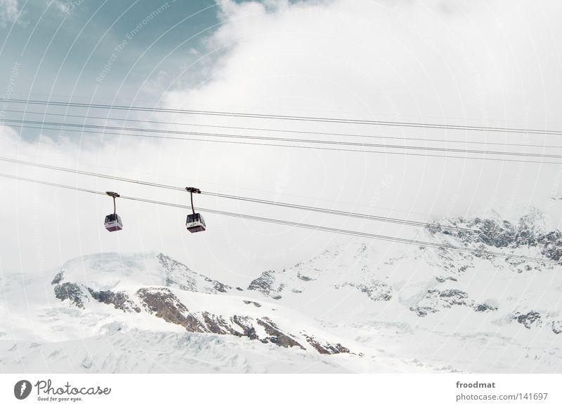 Gondelei Himmel weiß Winter kalt Schnee Berge u. Gebirge Schweiz Personenverkehr Gletscher Schneebedeckte Gipfel Gondellift Seilbahn Vor hellem Hintergrund