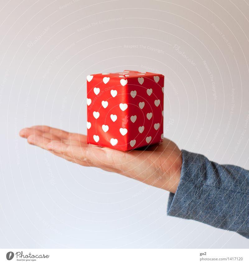 Nimm das! kaufen Valentinstag Muttertag Weihnachten & Advent Geburtstag Mensch feminin Frau Erwachsene Leben Hand Finger 1 Geschenk Geschenkpapier Paket Herz