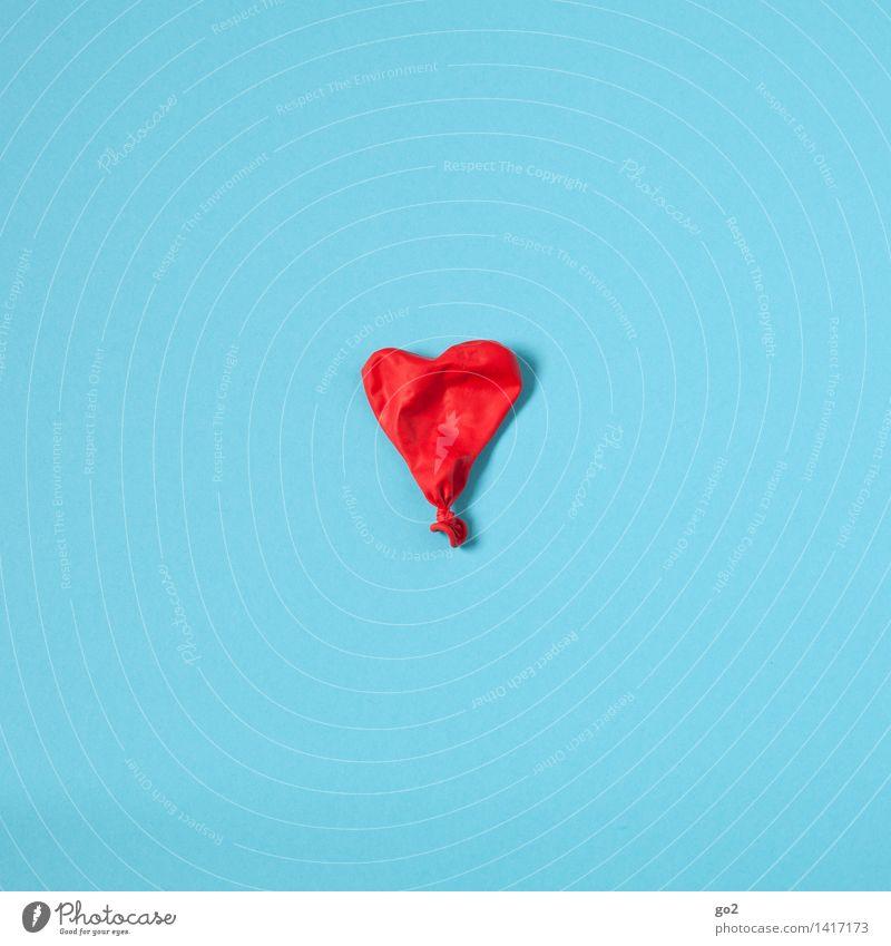 Die Luft ist raus blau Farbe rot Liebe Gesundheit Gesundheitswesen ästhetisch Herz einfach Vergänglichkeit Zeichen Luftballon Krankheit Ende Verliebtheit Trennung