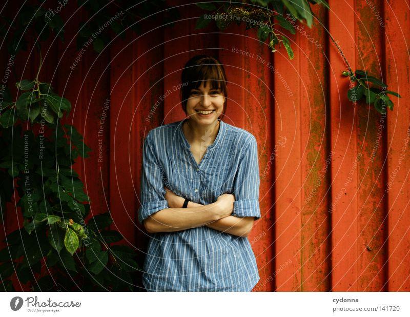 Ich lach mich schlapp [Weimar08] Mensch Frau Natur blau alt schön Baum rot Freude Einsamkeit Blatt dunkel feminin Leben Wand Gefühle