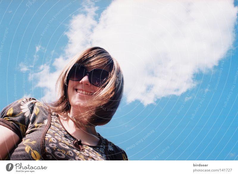 Kopf im ____________, Füße auf dem Boden. Himmel Wolken Park Jugendliche Dana Nachmittag Ecke Filmindustrie 35mm fantastisch