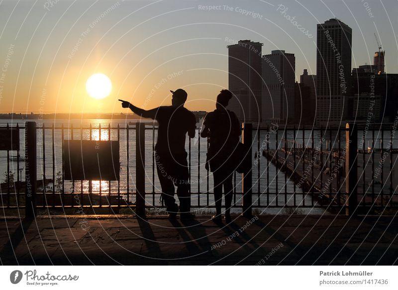Das letzte Licht (für heute) Ferien & Urlaub & Reisen Sightseeing Städtereise Sommer Sonne Feierabend Mensch Frau Erwachsene Mann Freundschaft Paar 2