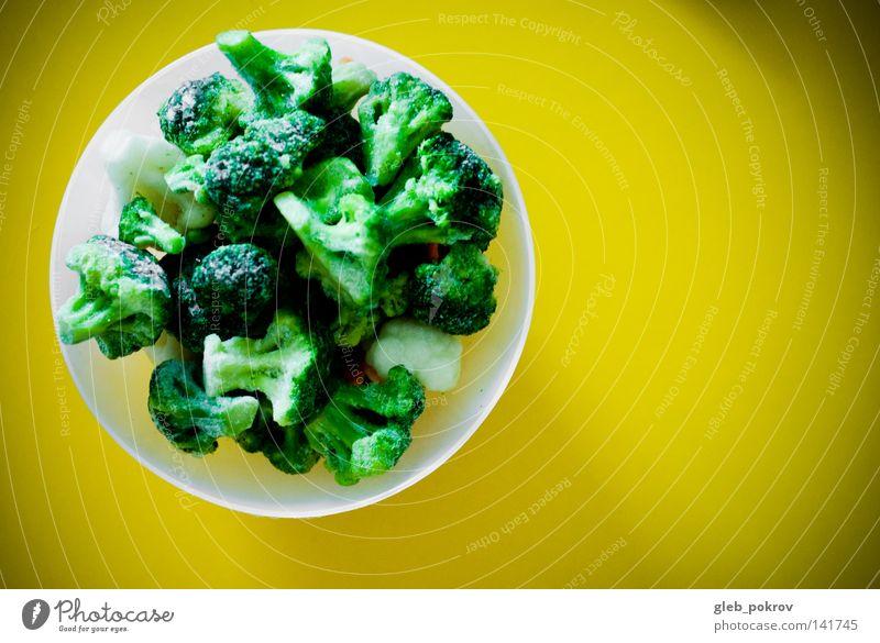 frisches Grün. Ernährung Nahrungssuche Tisch Gemüse Vegetarische Ernährung Küche Kräuter Gräser Lebensmittel Schalen & Schüsseln gelbe Tapete frisches Gemüse